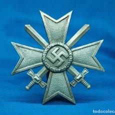 Militaria: CRUZ AL MÉRITO DE GUERRA 1939 PRIMERA CLASE CON ESPADAS - JULIUS BAUER SÖHNE - ALEMANIA III REICH. Lote 95316463