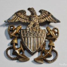Militaria: INSIGNIA DE PLATA MACIZA PARA GORRA DE OFICIAL DE LA MARINA U.S.A. PRE-2ª GUERRA MUNDIAL.. Lote 121914195