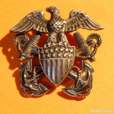 Militaria: INSIGNIA DE PLATA MACIZA DE GORRA DE OFICIAL DE LA MARINA U.S.A. 2ª GUERRA MUNDIAL.. Lote 147769082