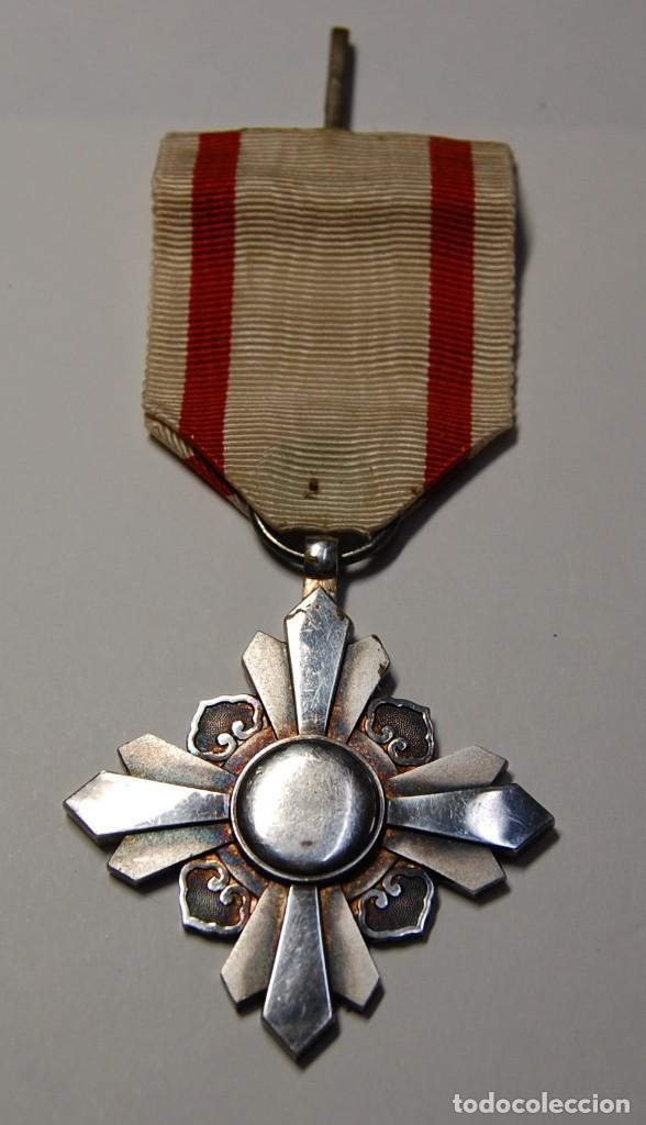 IMPERIO JAPONES DE MANCHUKUO.MEDALLA DE PLATA.ORDEN DE AUSPICIOUS CLOUDS 8ª CLASE.2ª GUERRA MUNDIAL. (Militar - II Guerra Mundial)