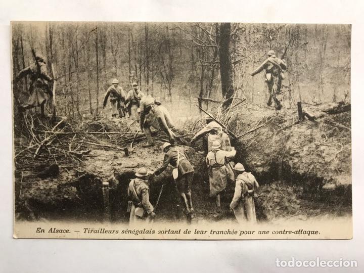SEGUNDA GUERRA MUNDIAL. POSTAL. SOLDADOS SENEGALESES SALIENDO DE UNA TRINCHERA (H.1940?) (Militar - II Guerra Mundial)