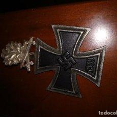 Militaria: CRUZ DE HIERRO CON HOJAS DE ROBLE WW2. Lote 161127530