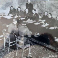 Militaria: WW2. ALEMANIA. FOTO ORIGINAL DE AGENCIAS DE LA RENDICION ALEMANA EN REIMS. Lote 165754262