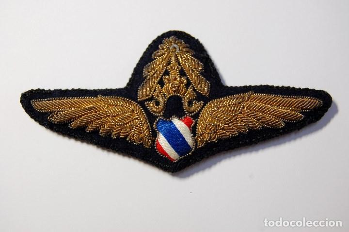 BELLISIMO DISTINTIVO DE OFICIAL DE LA FUERZA AEREA DE THAILANDIA.MODELO OFICIAL ENTRE 1939 Y 1949 (Militar - II Guerra Mundial)