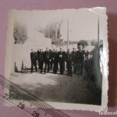 Militaria: FOTO DE MILITARES ALEMANES. MARINEROS DE KRIEGSMARINE. II GUERRA MUNDIAL. ORIGINAL. 6X6 CM.. Lote 179334715