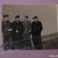 Militaria: FOTO DE MILITARES ALEMANES. MARINEROS DE KRIEGSMARINE. II GUERRA MUNDIAL. ORIGINAL. 7,5X6 CM.. Lote 179334770