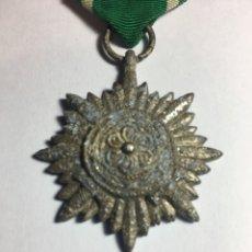 Militaria: III REICH, CONDECORACIÓN PARA MIEMBROS DE LOS PUEBLOS DEL ESTE, 2ª CLASE CON ESPADAS.. Lote 181079458