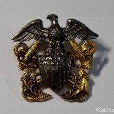 Militaria: INSIGNIA DE PLATA MACIZA Y ORO PARA GORRA DE OFICIAL DE LA MARINA U.S.A. 2ª GUERRA MUNDIAL.. Lote 192546888