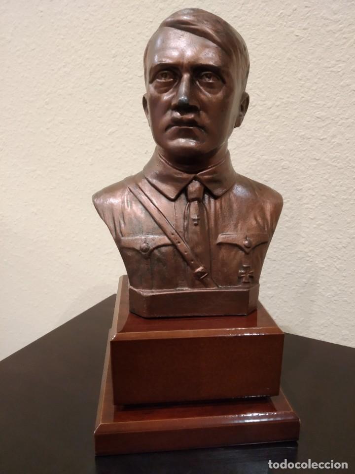 BUSTO EN BRONCE DE ADOLF HITLER -CON PEANA DE MADERA- III REICH (Militar - II Guerra Mundial)