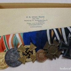 Militaria: PASADOR DE GALA TIPO FRAC, 6 CONDECORACIONES, ETIQUETA DE FABRICANTE CG ULRICH DE HAMBURGO. Lote 195169181