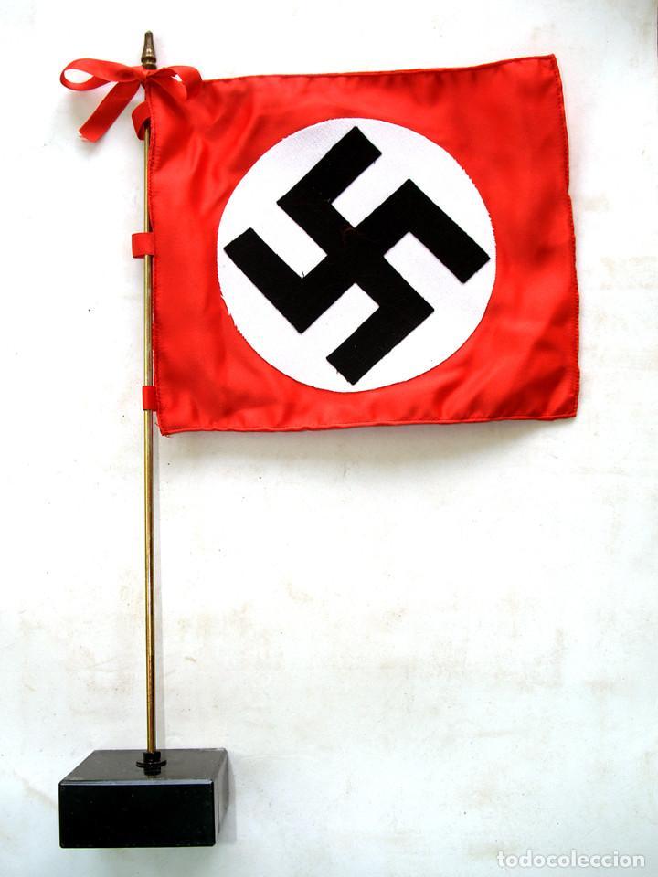 Militaria: GUION N.S.D.A.P. BANDERA DE SOBREMESA - Foto 4 - 197046940