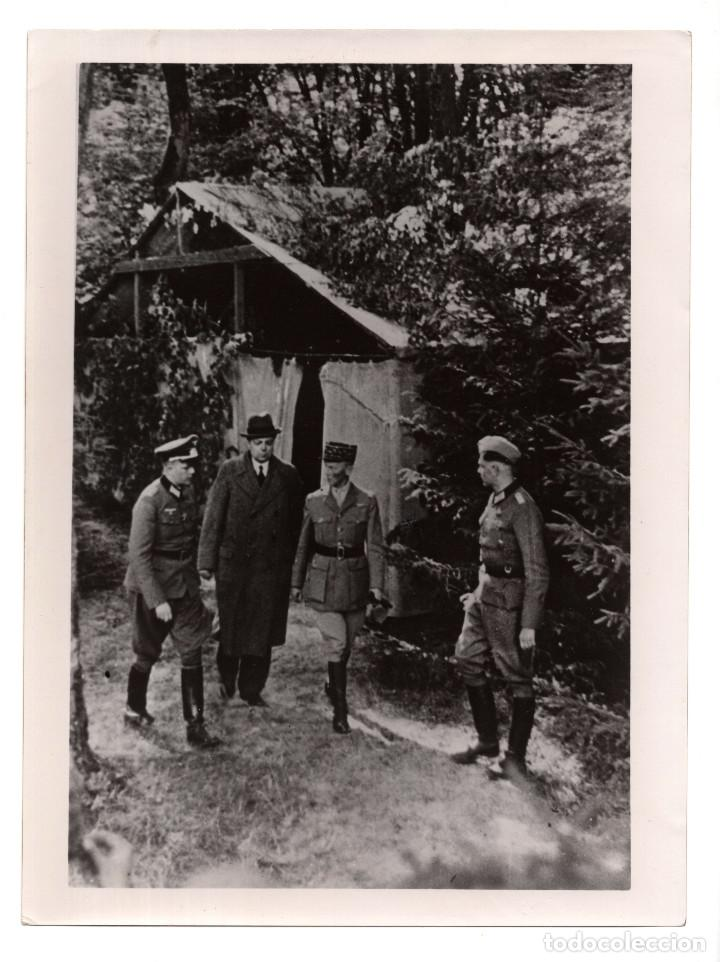 OFICIALES ALEMANES CON LOS DELEGADOS FRANCESES. 24X18. (Militar - II Guerra Mundial)