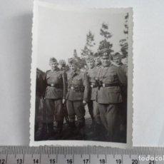 Militaria: SOLDADOS WEHRMACHT CON SUBOFICIAL. Lote 211424346