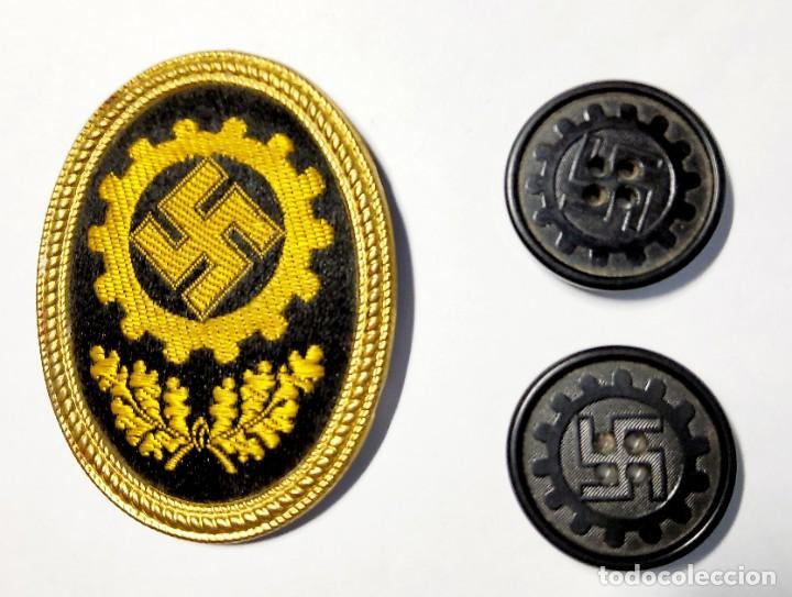 DISTINTIVO DE GORRA Y PAREJA DE BOTONES DEL RAD DE ALEMANIA.2ª GUERRA MUNDIAL.. (Militar - II Guerra Mundial)