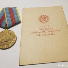 Militaria: MEDALLA RUSA POR LA LIBERACION DE VARSOVIA.DOCUMENTO DE CONCESION ORIGINAL.2ª GUERRA MUNDIAL. Lote 233153350