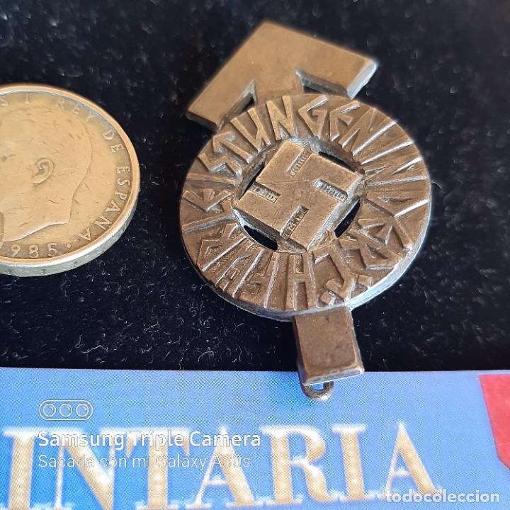 DISTINTIVO DE DEPORTES Y SERVICIOS DE HITLERJUGEND EN PLATA (Militar - II Guerra Mundial)
