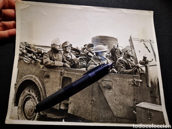 FOTOGRAFÍA DE LA CAPTURA DE UN GENERAL ALEMÁN EN LIBIA (Militar - II Guerra Mundial)