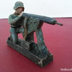 Militaria: MASSESOLDATEN DE LEYLA. ALEMANIA AÑOS 30. SOLDADITO CON AMETRALLADORA MODELO 08. Lote 260908150