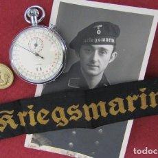 Militaria: LOTE KRIEGSMARINE CON CRONÓMETRO MILITAR, CINTA DE GORRA, BOTÓN DE UNIFORME Y FOTO II GUERRA MUNDIAL. Lote 267799399