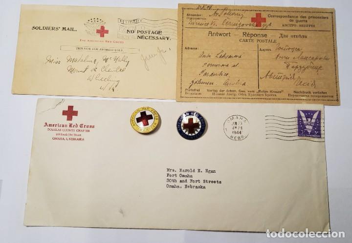 RARO CONJUNTO DE 3 CARTAS Y 2 INSIGNIAS DE LA CRUZ ROJA DE ESTADOS UNIDOS 1ª Y 2ª GUERRA MUNDIAL. (Militar - II Guerra Mundial)
