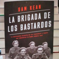 Militaria: SAM KEAN. LA BRIGADA DE LOS BASTARDOS.( LA HISTORIA DEL SABOTAJE DE LA BOMBA ATÓMICA NAZI). ARIEL. Lote 278841498