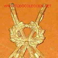 Militaria: INSIGNIA METÁLICA DE TIRADOR ESPECIALISTA. Lote 4314361
