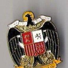 Militaria: PIN DE SOLAPA DE ESCUDO DE ESPAÑA EPOCA FRANQUISTA *MODELO AÑO 1938*. Lote 14772092