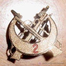 Militaria: ANTIGUO DISTINTIVO MINIATURA DEL REGIMIENTO DE REGULARES Nº 2 DE MELILLA - EN ORO Y ESMALTE EL NUMER. Lote 27329302