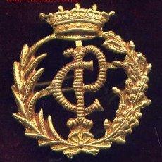 Militaria: EPOCA DE FRANCO. INSIGNIA DE GORRA. CUERPO DE PRISIONES. Lote 2923148