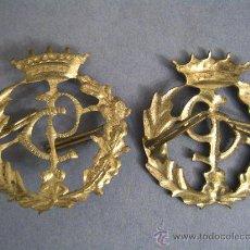 Militaria: 2 INSIGNIAS PLATEADAS SIMÉTRICAS DEL CUERPO PRIONES, RÉGIMEN ANTERIOR. 32X30MM.. Lote 26259100