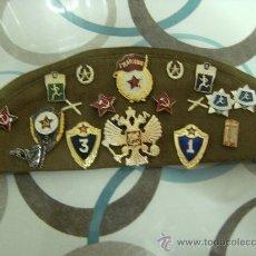 Militaria: GORRO DE EJERCITO ANTIGUA URSS CON MUCHAS INSIGNIAS DE LOS EJERCITOS (TODAS ORIGINALES). Lote 21485537