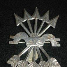 Militaria: EMBLEMA DE FALANGE.EN PLATA - ALFILER. Lote 27336285