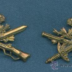 Militaria: ESPAÑA. INSIGNIA DE CUELLO. CAZADORES DE MONTAÑA. EPOCA ALFONSO XIII. PAR.. Lote 175422894