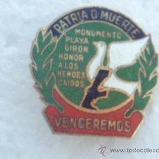 Militaria: INSIGNIA , MONUMENTO PLAYA GIRON , PATRIA O MUERTE , REVOLUCION CUBANA - CUBA - VENCEREMOS. Lote 26834339