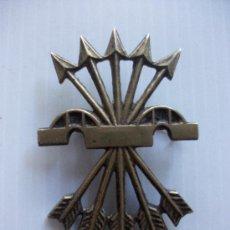 Militaria: DIVISION AZUL: GRAN BROCHE DE HAZ DE FLECHAS DEL AGUINALDO , FALANGE.. Lote 27589228