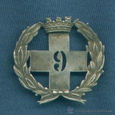 Militaria: ESPAÑA. INSIGNIA DE GORRA DE LA CRUZ ROJA, ÉPOCA FRANCO. Lote 26038432