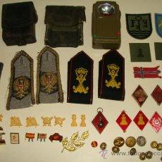Militaria: LOTE MILITAR, EJÉRCITO ESPAÑOL. 40 PIEZAS. ROMBOS, INSIGNIAS, HOMBRERAS, CARTUCHERAS, PARCHES. . Lote 30929549