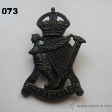 Militaria: REINO UNIDO : INSIGNIA BRITÁNICA DEL REGIMIENTO THE ROYAL ULSTER RIFLES (NEGRA). ENVÍO GRATUITO.. Lote 32119869