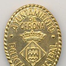 Militaria: PLACA DE PECHO DE LA POLICÍA MUNICIPAL DEL AYUNTAMIENTO DE GERONA / GIRONA. Lote 174330327