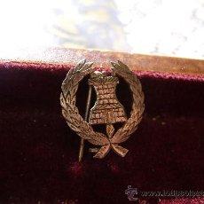 Militaria: INSIGNIA ANTIGUA DE AGUJA INGENIEROS PLATA. Lote 34104325