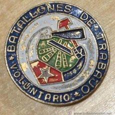 Militaria: EJERCITO CUBANO. INSIGNIA DEL BATALLON DE TRABAJO. VOLUNTARIO. 23MM. Lote 36098788