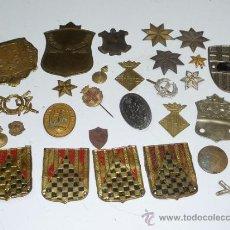Militaria: GRAN LOTE DE 29 INSIGNIAS ESPAÑOLAS ANTIGUAS, EPOCA II REPUBLICA, GUERRA CIVIL Y POSGUERRA. Lote 37515639