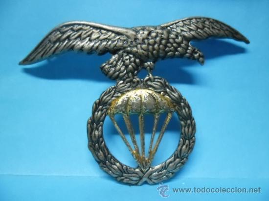INSIGNIA MILITAR - EJERCITO - BRIGADA PARACAIDISTAS - AGUILA PARACAIDAS LAUREL - (Militar - Insignias Militares Españolas y Pins)