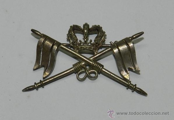 ANTIGUO DISTINTIVO EN PLATA DE CABALLERIA EPOCA DE ALFONSO XII, PARA CUBRE CABEZAS, CON SISTEMA DE I (Militar - Insignias Militares Españolas y Pins)
