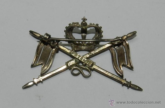Militaria: ANTIGUO DISTINTIVO EN PLATA DE CABALLERIA EPOCA DE ALFONSO XII, PARA CUBRE CABEZAS, CON SISTEMA DE I - Foto 2 - 39837936