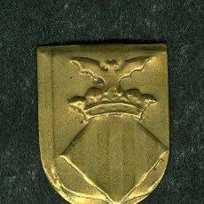 Militaria: ANTIGUO PIN ESCUDO VALENCIA EMBLEMA METALICO AUXILIO SOCIAL (VER ARTICULOS GUERRA CIVIL EN VENTA). Lote 41048617