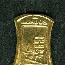 Militaria: ANTIGUO PIN ESCUDO BURGOS EMBLEMA METALICO AUXILIO SOCIAL (VER ARTICULOS GUERRA CIVIL EN VENTA). Lote 41048810