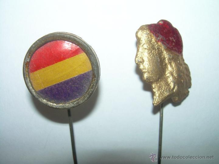 ANTIGUAS INSIGNIAS REPUBLICANAS. (Militar - Insignias Militares Españolas y Pins)