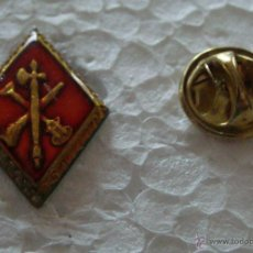 Militaria: PIN MILITAR. ROMBO LEGIONARIO. ESCUDO LEGIÓN SIN CORONA. Lote 42467057