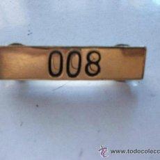 Militaria: CHAPITA CON NUMERO DE AGENTE DE LA POLICIA MUNICIPAL O LOCAL . 008. Lote 42671119